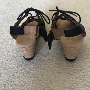 4326fe900c9 Clarks Shoes - NWOT Helio Mindin Wedge Sandals